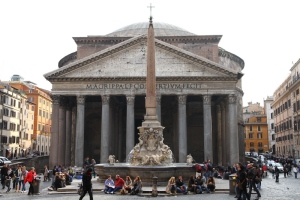 Pantheon. Image by Clayton Tang. Licensed under Creative Commons Share Alike 3.0