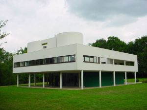 Villa Savoye, Le Corbusier. Image by Valueyou under Creative Commons Share Alike 3.0